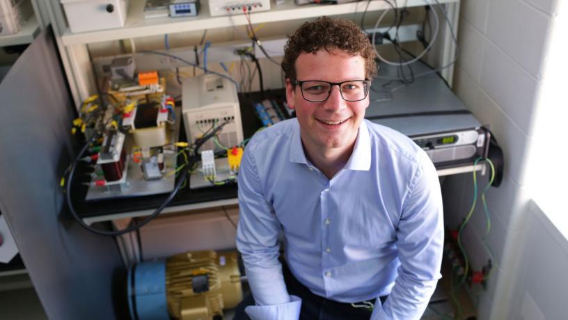 Portrait of Prof. Matthias Preindl in the lab.
